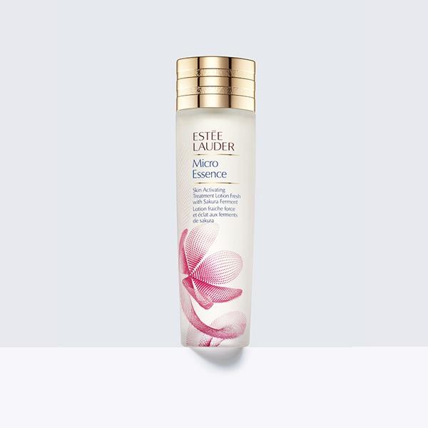 #櫻花水 微分子精準滲透技術,蘊含櫻花發酵美顏精華,質地輕盈加強平衡油水、緊緻毛孔,同時打造水嫩肌膚。