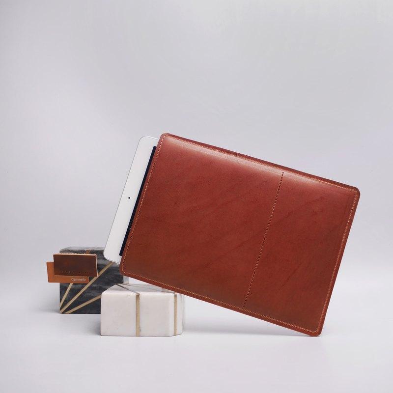 簡約設計的棕色iPad護套,適用於所有iPad型號