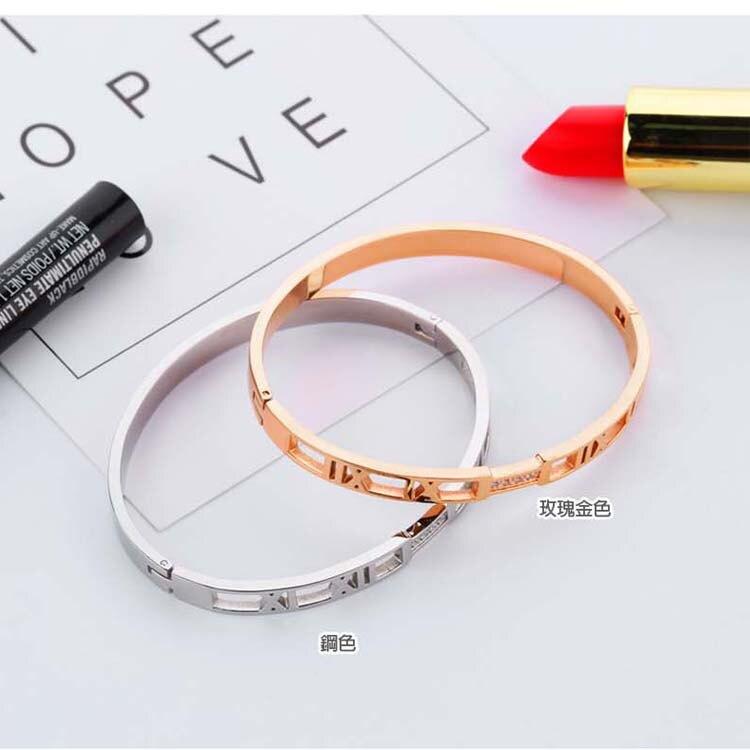 【5折超值價】時尚精美羅馬數字縷空鑲鑽女款鈦鋼手環