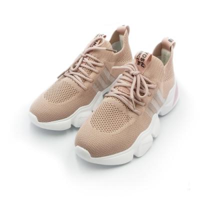 特殊輕盈 飛織布材質 飛織布透氣孔 高散熱 不悶熱 百搭鞋款 怎麼搭都好看