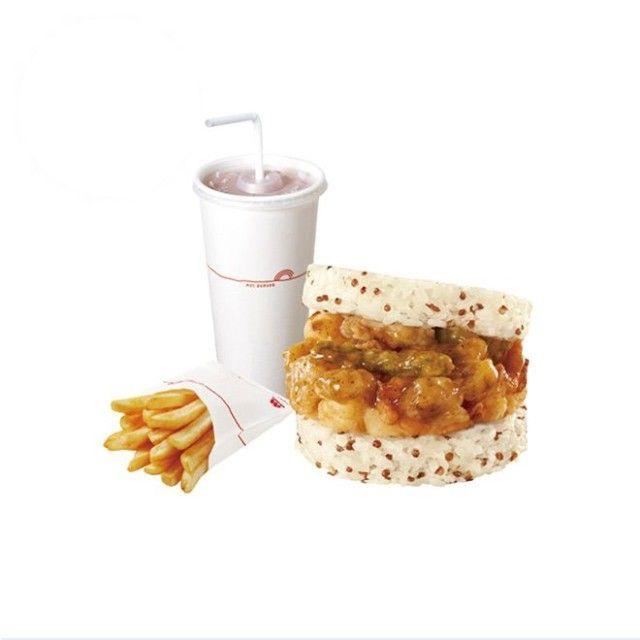 嚴選在地優質白米,搭配鮮甜的海鮮素材,再淋上摩斯特調海洋醬,讓您品嚐到摩斯漢堡獨有的米漢堡風味。 使用有超級食物之稱的藜麥,鹼性食物特質含膳食纖維、蛋白質等豐富營養價值,結合香Q台灣米交疊出獨特風味與