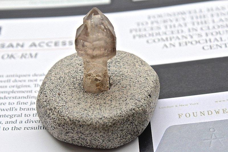 石栽 SHIZAI-小權杖水晶/茶水晶骨幹-含底座