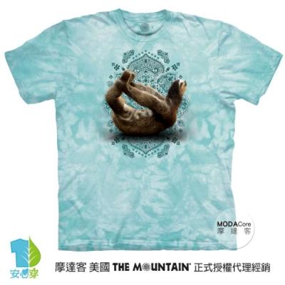 摩達客-美國進口The Mountain 樹懶滑行綠底 純棉環保藝術中性短袖T恤