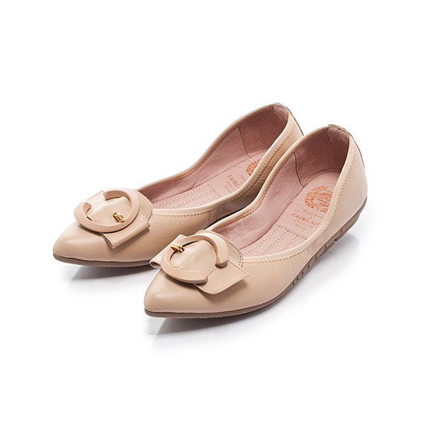 Fair Lady 我的旅行日記 口袋系列 寬帶C型飾釦尖頭平底鞋 蜜糖棕