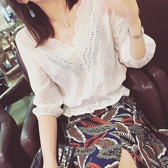 浪V領白色鉤花鏤空蕾絲上衣DL19030633正韓洋裝一字領露肩性感 好樂匯