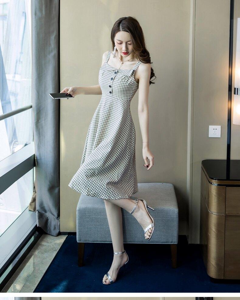 《全店75折》單排釦復古方格細肩帶長洋裝(S-XL)- 梅西蒂絲(現貨+預購)