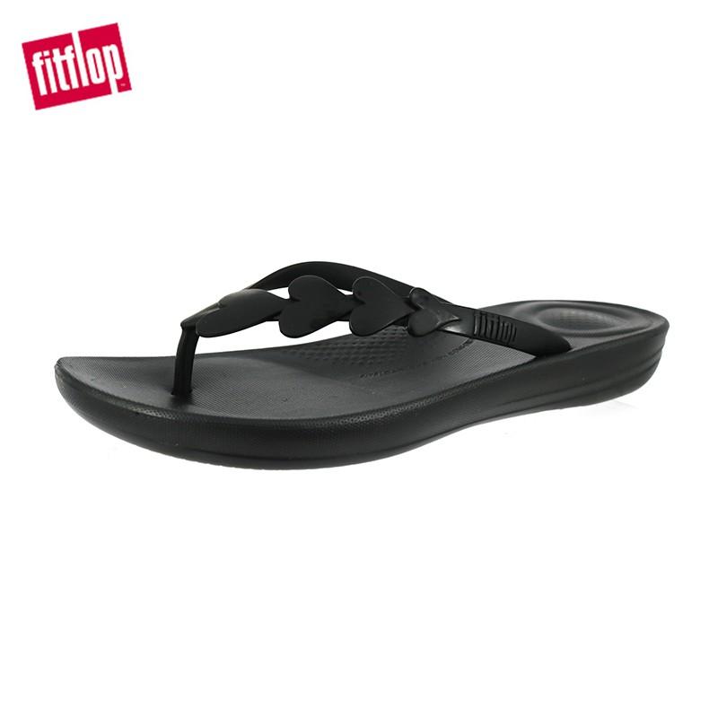【FitFlop】女 IQUSHION ERGONOMIC 愛心裝飾輕量人體工學夾腳涼鞋 - 12-11424 全黑