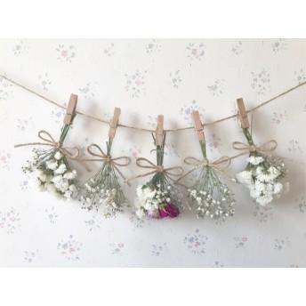 パステルピンクと濃いピンクのバラとかすみ草のホワイトドライフラワーガーランド
