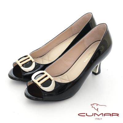 【CUMAR】 漆皮金屬飾釦魚口高跟鞋-黑色
