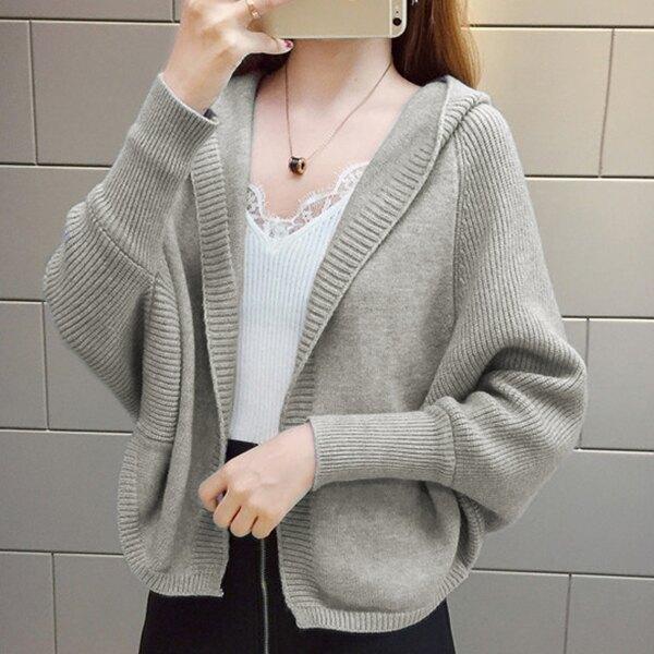 SISI【W20002】春秋日系氣質溫柔連帽蝙蝠袖長袖短版針織衫外套毛衣多色修身