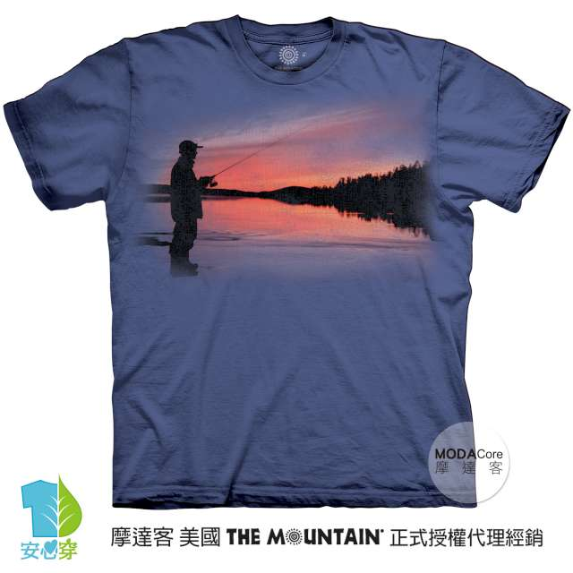 摩達客-預購-美國進口The Mountain 夕陽釣魚 純棉環保藝術中性短袖T恤