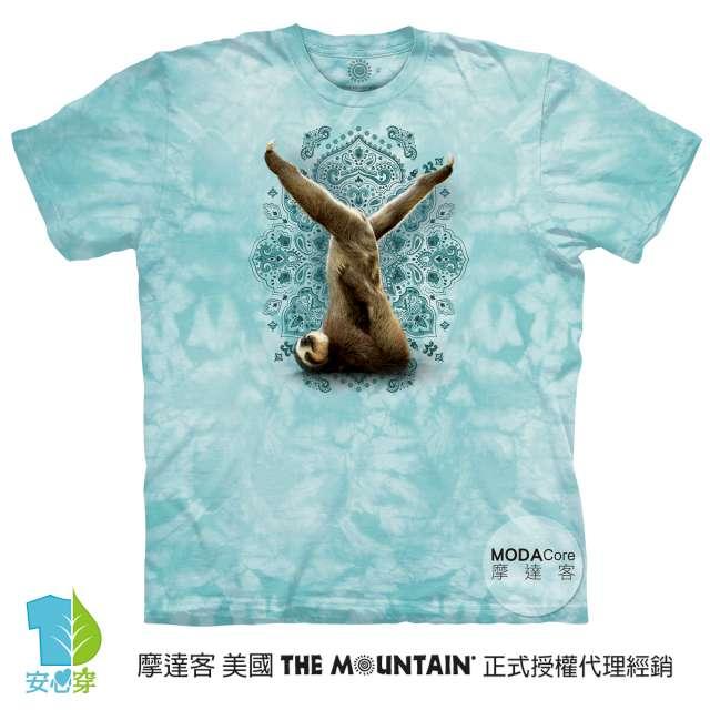 摩達客-預購-美國進口The Mountain 樹懶做瑜珈綠底 純棉環保藝術中性短袖T恤