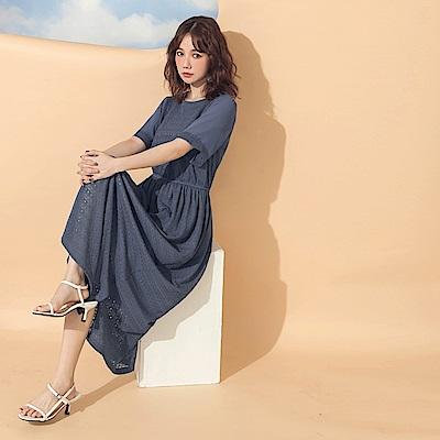純色滿版蕾絲拼接飄逸浪漫修身短袖長洋裝-OB大尺碼