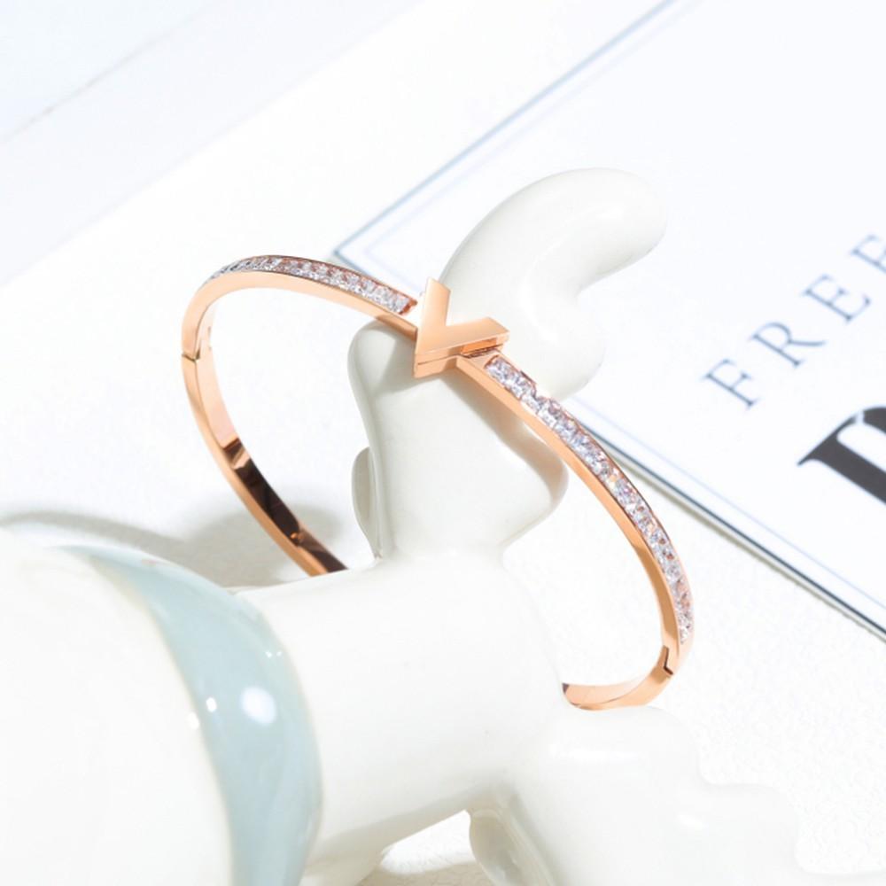 v字鑲鑽白鋼手環-cks963