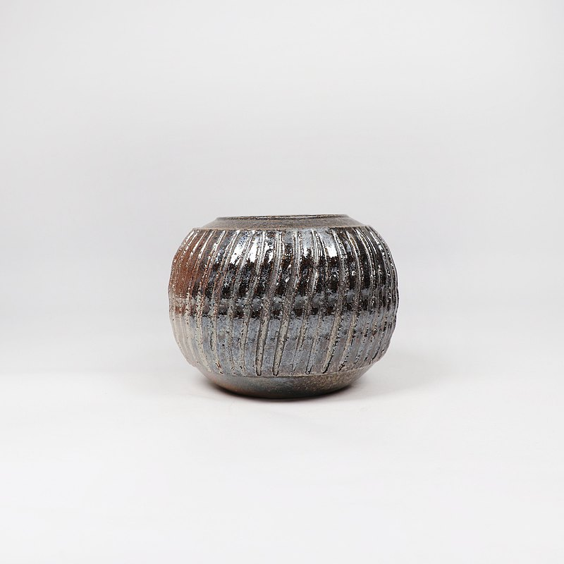明芽窯 l 柴燒金彩刻紋茶罐(含木蓋)