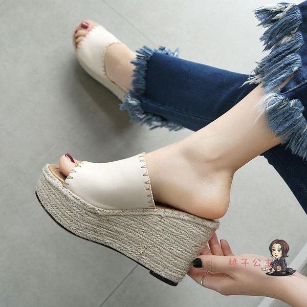 魚口鞋 高跟皮夏季草編鬆糕拖鞋女外穿厚底楔形涼拖防水臺百搭魚嘴涼鞋T