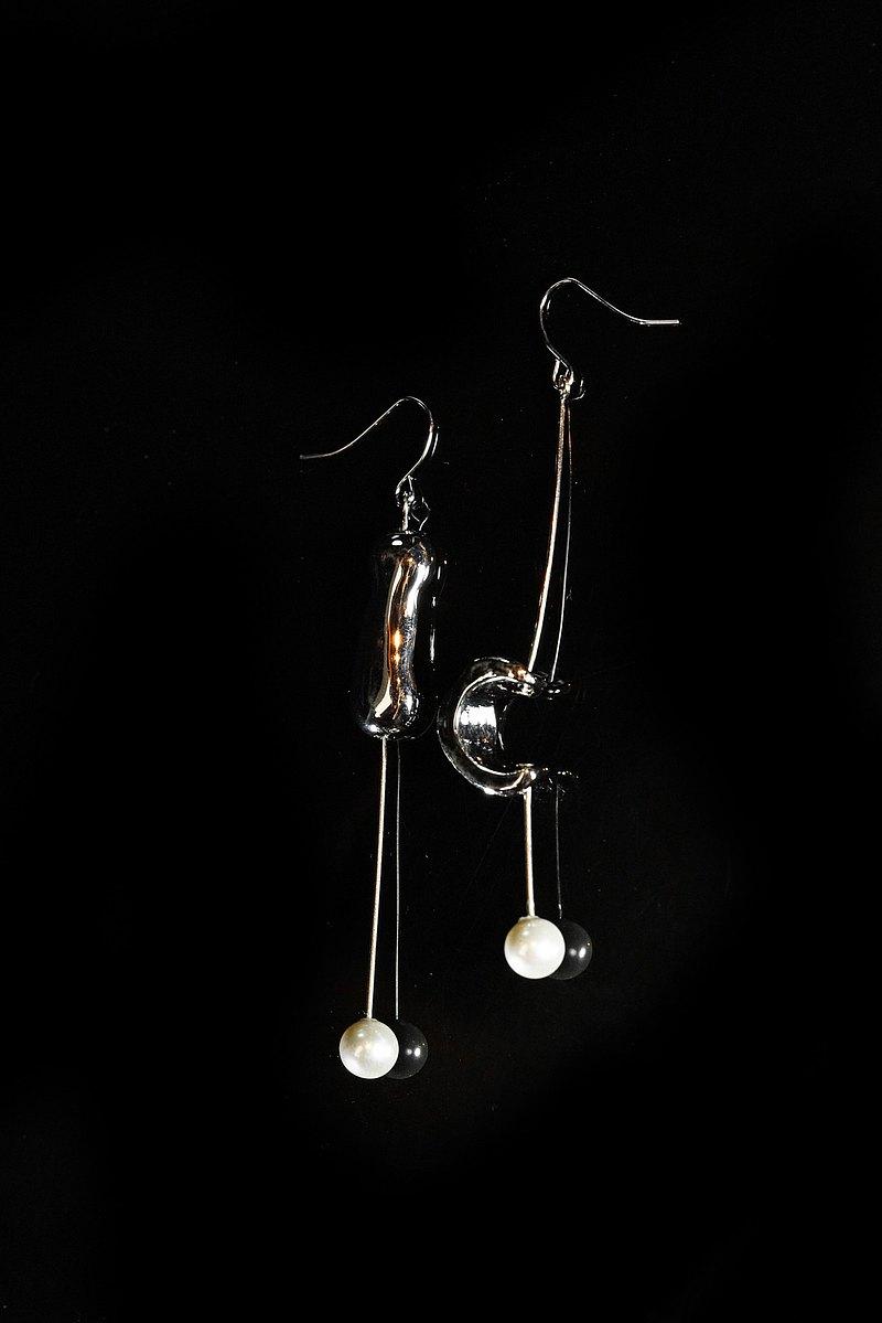 EAR001 / 合金珍珠 / 珍珠不對稱長耳環