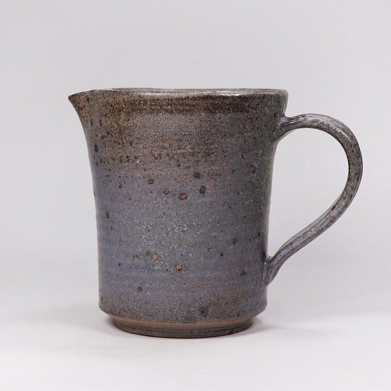 明芽窯 l 柴燒灰釉鐵斑原礦茶海公道杯