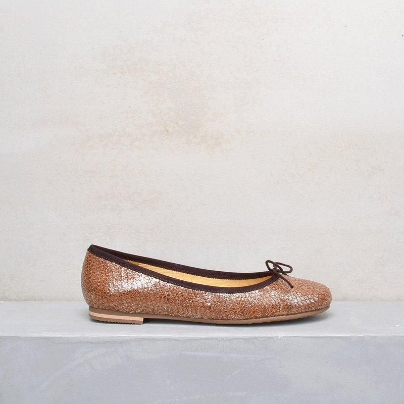 15606 咖啡 壓紋亮革 手工娃娃鞋