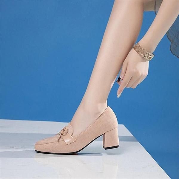 新款百搭腳寬胖英倫中跟秋季高跟胖mm大碼40女鞋41粗跟單鞋43