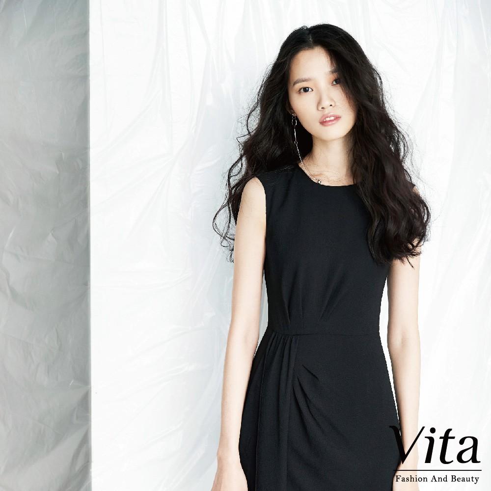 Vita-純色圓領層次設計飄逸涼爽無袖長洋裝-黑 0160-68651-20