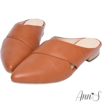 Ann'S 高冷維度 交叉V口平底尖頭穆勒鞋 棕