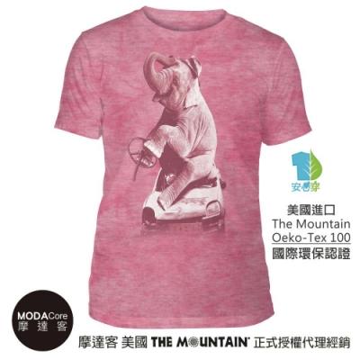 摩達客-美國The Mountain都會系列 大象汽車粉紅底 中性修身短袖T恤