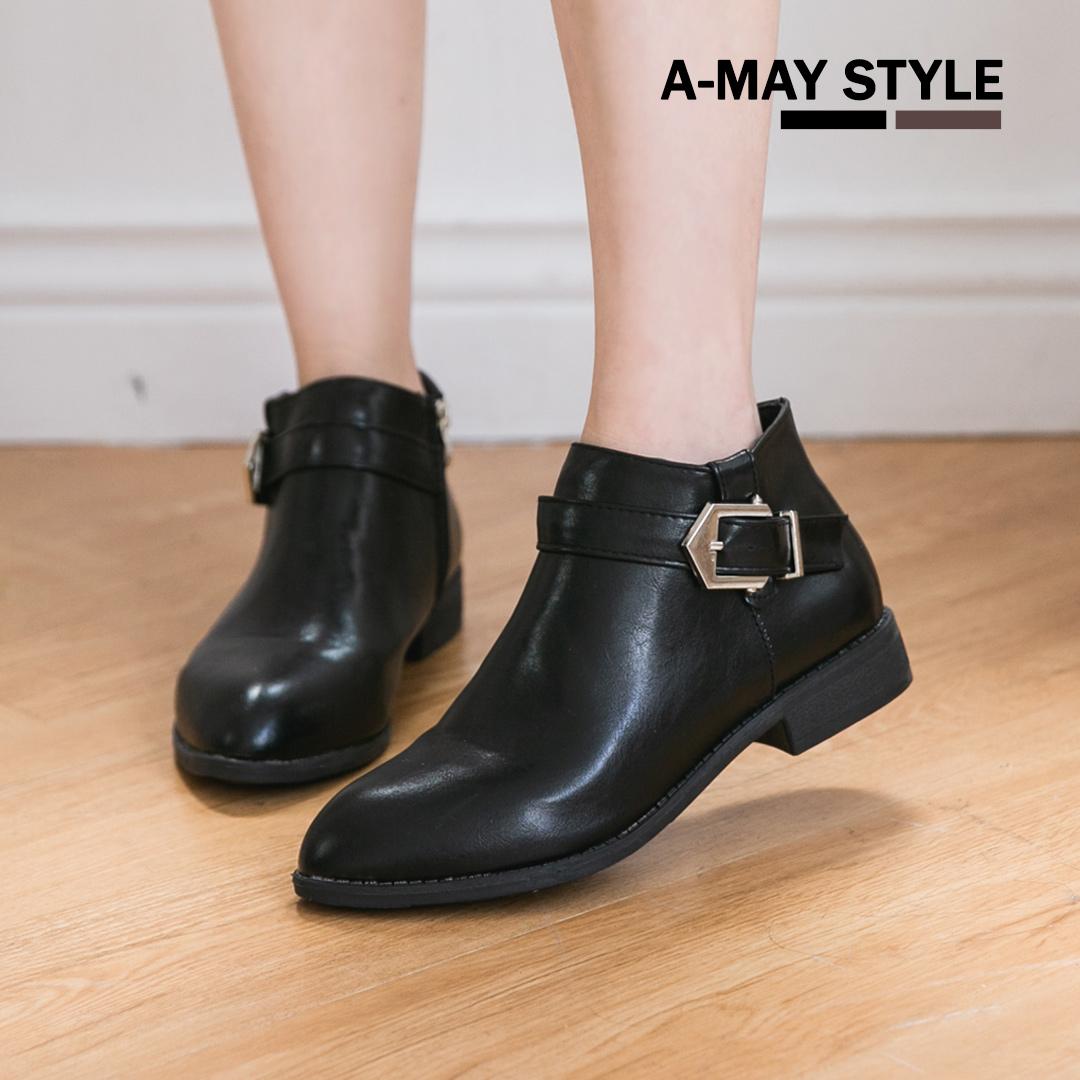 現貨短靴-簡約釦飾修身尖頭踝靴【XW1950】*艾美時尚