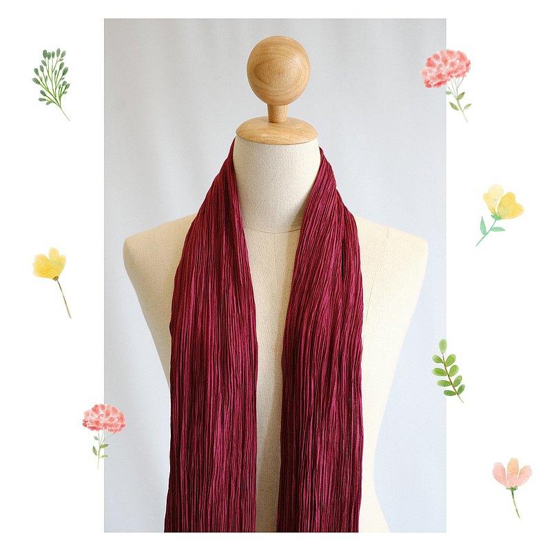 深紅色膠原纖維褶皺真絲圍巾