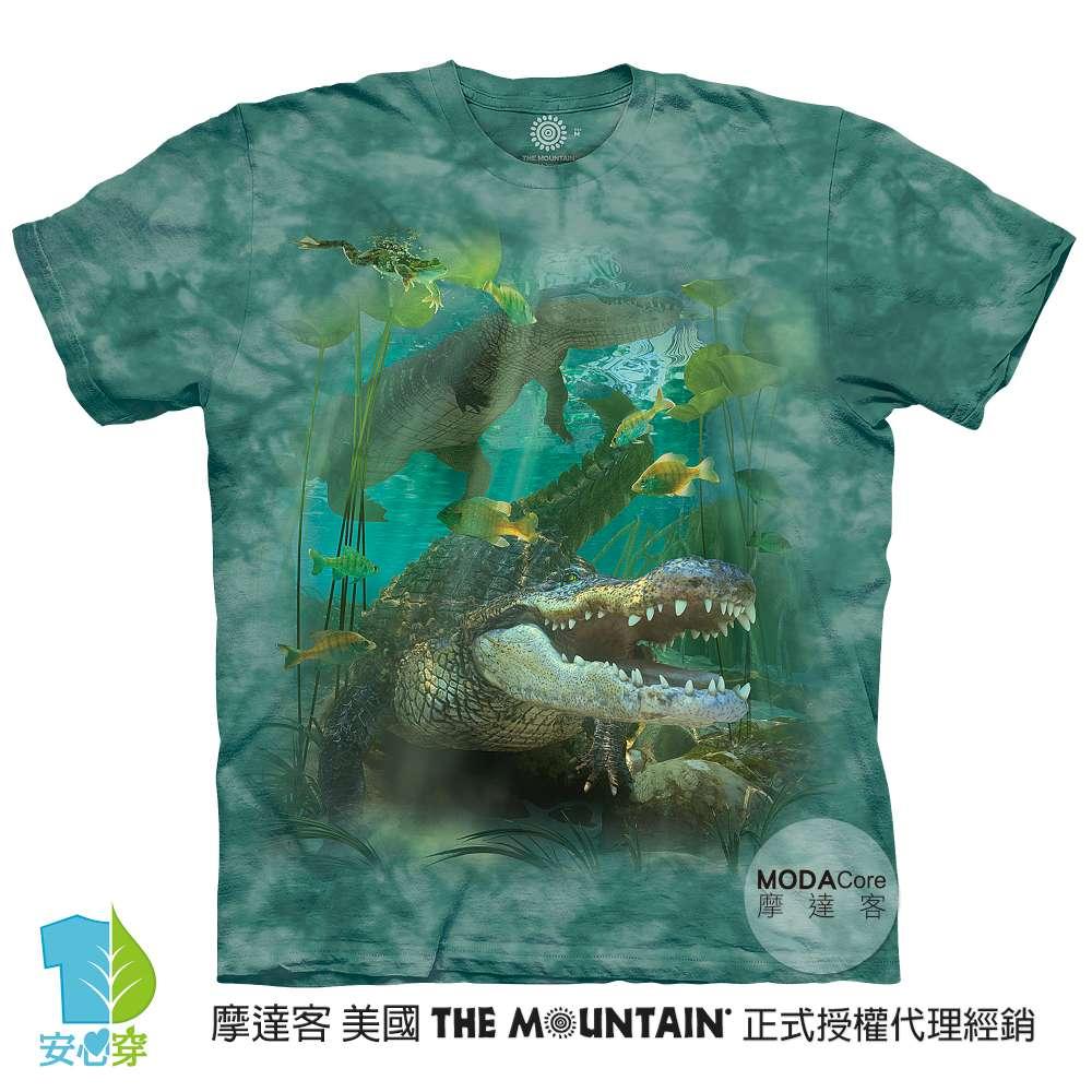 摩達客-預購-美國進口The Mountain 鱷魚游水 純棉環保藝術中性短袖T恤-3XL