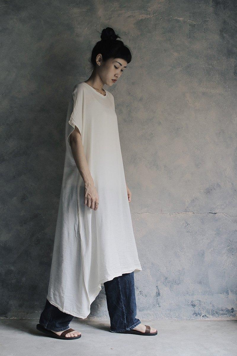 寬版連肩洋裝 米白