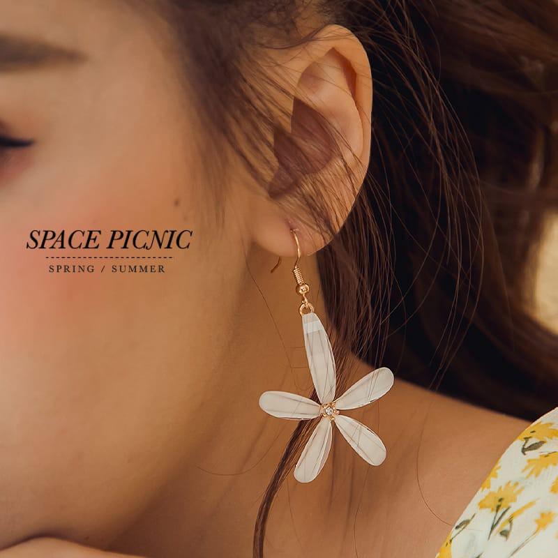 Space Picnic|五瓣立體白花耳環(現貨)【C20037007】