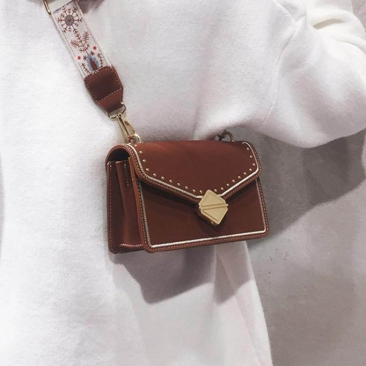 鉚釘包ins超火小方包女2020韓版時尚百搭鉚釘包側背斜背包女小包潮