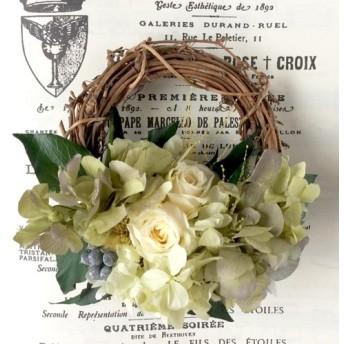 6月送料無料‼️父の日にシックなオフホワイトのバラのミニリース プリザーブドフラワー