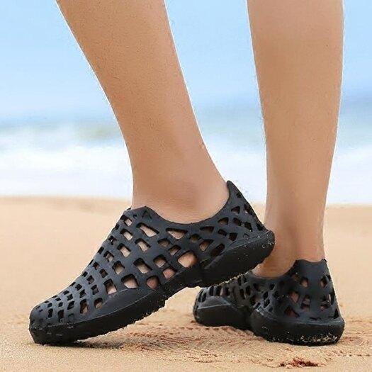 海邊沙灘拖鞋男夏季防滑包頭涼鞋軟底潮流溯溪涼拖護士洞洞鞋越南 樂活生活館