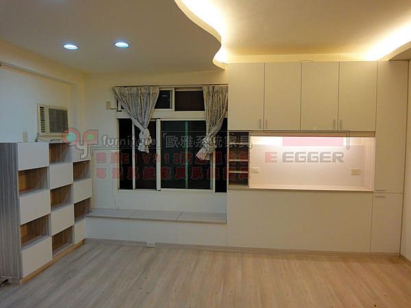 系統家具 E1V313塑合板 窗邊上掀櫃 床頭櫃 棋盤書櫃 總價:45134元 特價:31594元