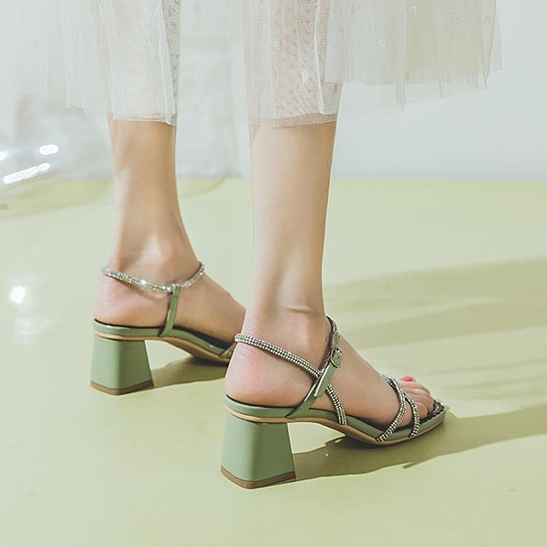 涼鞋女夏季新款一字帶仙女風羅馬粗跟中跟高跟鞋水鉆時裝ins