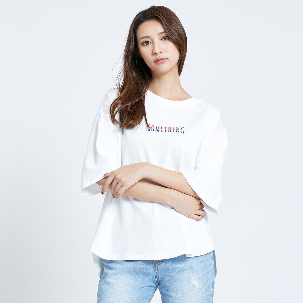 SOMETHING 紅藍色調LOGO繡花寬版短袖T恤-女款 米白