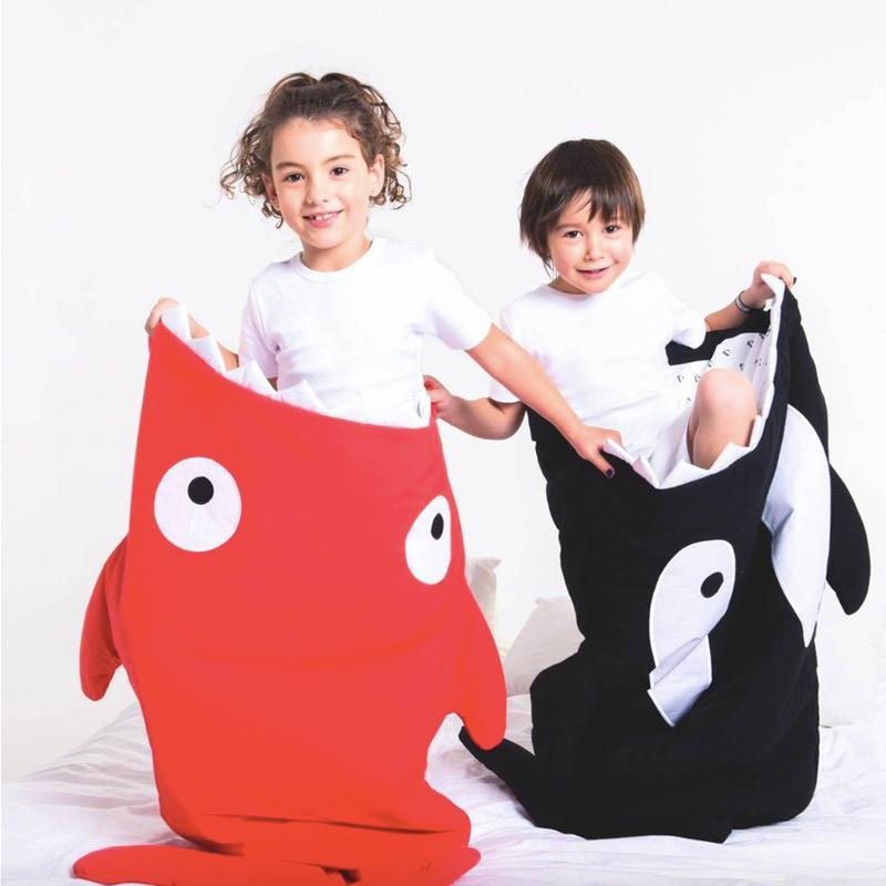西班牙製 100% 純棉手作幼兒園睡袋 | 防踢被(兒童輕量版) - 喜氣紅小鯊魚