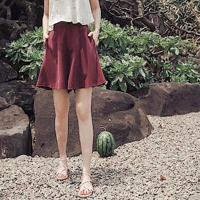 純色後鬆緊不易皺涼爽排釦寬版短褲-OB嚴選