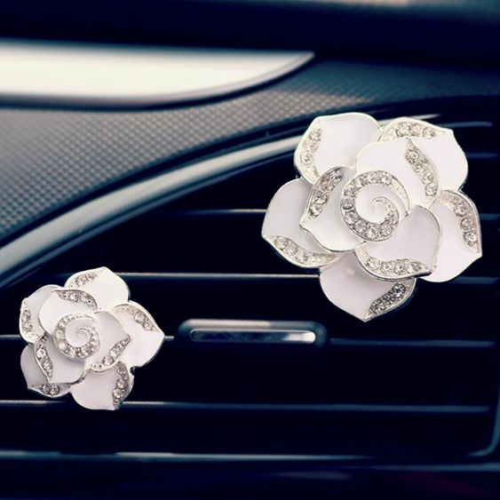 山茶花汽車香水車用車載空調出風口香水夾除異味香薰車內飾品擺件