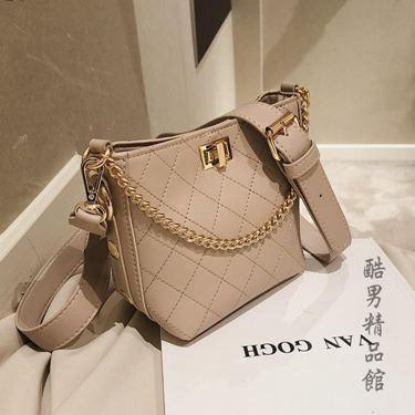 高級感小包包女2020新款潮菱格繡線手提單肩包時尚質感斜跨水桶包CY