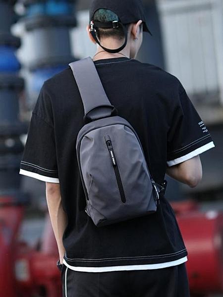 男士胸包時尚潮牌跨包包單肩包休閒斜背包ins男式小背包 小宅君嚴選