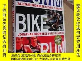 二手書博民逛書店Swim,Bike,Run:our罕見triathlon sto