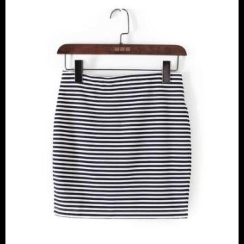 女裝黑色針織條紋包臀短裙 1入
