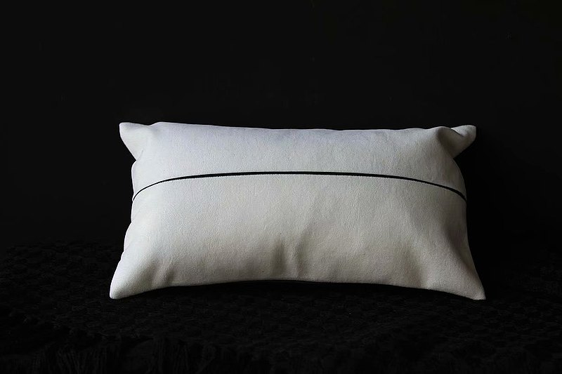 本間原創藝術抱枕-本白曜黑雙色拼接-北歐風格-腰枕