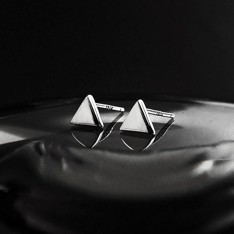 限量 - 瘋狂幾何 | 極簡5mm亮面小三角形925純銀耳針耳環
