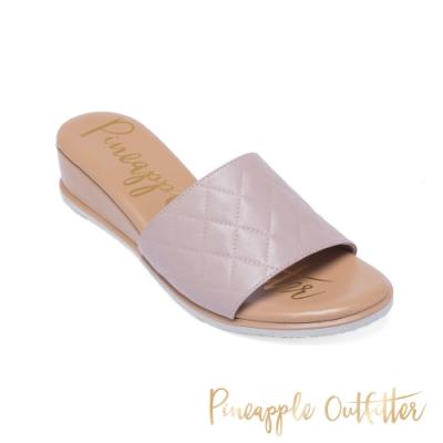 Pineapple Outfitter 舒適真皮菱格紋楔形涼拖鞋-粉藕色