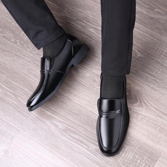 皮鞋—男鞋商務正裝黑色皮鞋男士 透氣休閒鞋套腳圓頭中老年爸爸鞋子