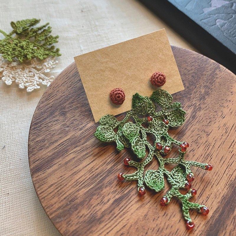 Blaze • 火樹銀花 | 耳針耳環 | 手染綠色 穿珠 鉤針編織 客製化